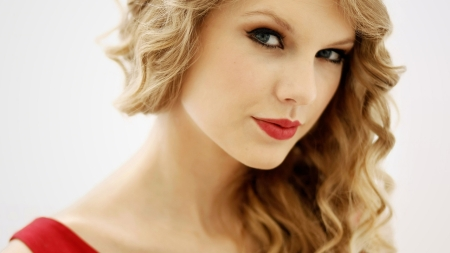 2391-taylor-swift-red-lips-hd-1280x720-1