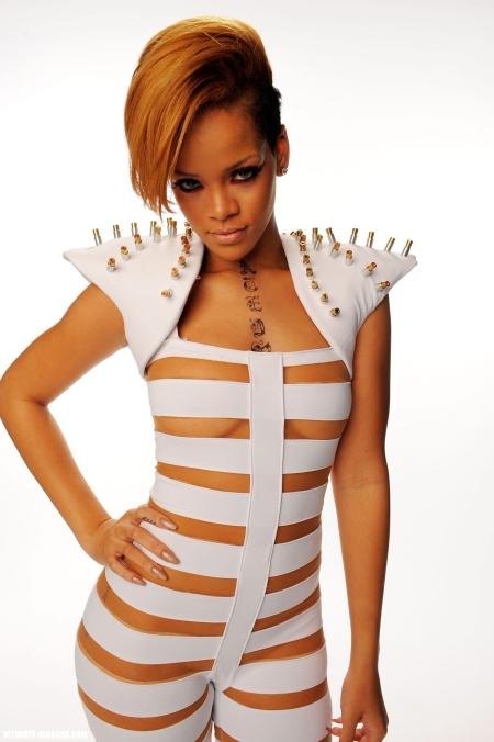 Rihanna-rihanna-9459999-1664-2500