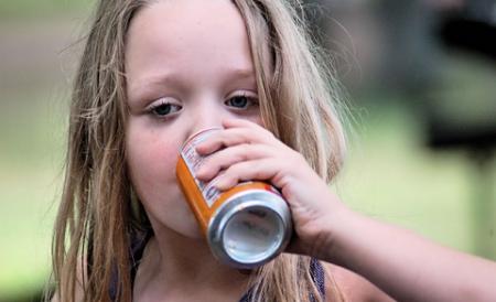 pericolul-bauturilor-energizante-asupra-copiilor-97856