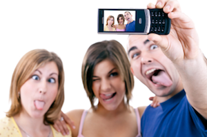 Majority-of-Mobile-Users-Take-Pics-w-Phone1