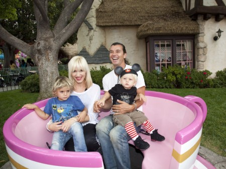 Gwen+Stefani+Gavin+Rossdale+Family+Visit+Disneyland+Ct0ey14tSwEl