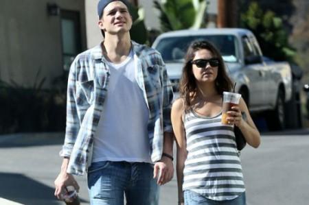 Mila-Kunis-Pregnant