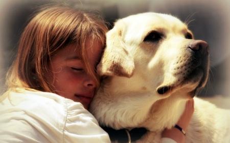 People_Children_Girl_hugs_dog_034877_