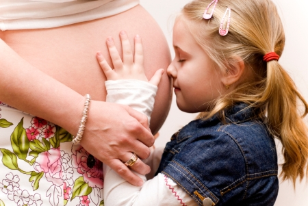 Pregnant-mom-daughter-nov11-istockphoto